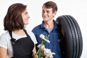 en atelier 'orientation deux jeunes en garagiste et fleuriste